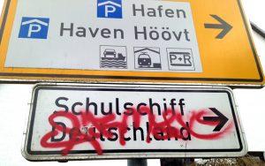 Schulschiff-Deutschland-Schild